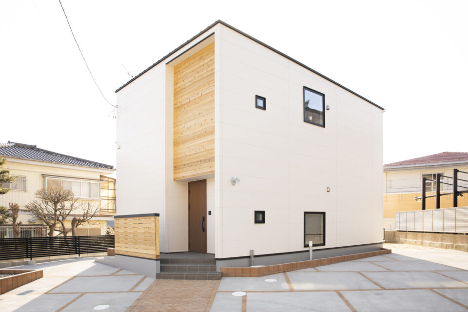 建て替えで50年の想いをつなぐ32坪の家